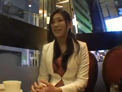 【若妻動画】「主人には内緒なんです!」エッチ大好きな色っぽい20代美人奥さんがAV出演!