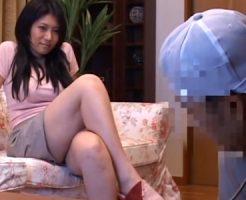 【三十路熟女動画】巨乳美人奥さんが家電の修理に来た作業員を誘惑して本気セックス!