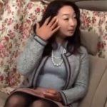 【ナンパ熟女動画】セレブ感が漂う50代素人の豊満なマダムを捕まえてカーセックスで中出し!