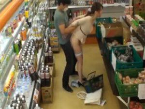 【レイプ熟女動画】スーパーで買い物中の巨乳妻が店内に居た男に無理矢理犯されて生中出し!