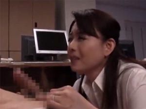 【三浦恵理子熟女動画】四十路のフェロモン溢れるFカップ美熟女が社内で男性社員を逆セクハラ!