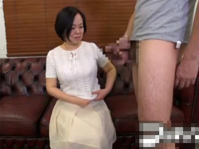 【センズリ鑑賞熟女動画】50代素人の美熟女おばさんが目の前でオナニーを見て興奮してフェラチオ!