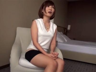 【三十路熟女動画】趣味でバーを経営してるスリム美乳美人奥さんが濃厚ファックでイカされる!