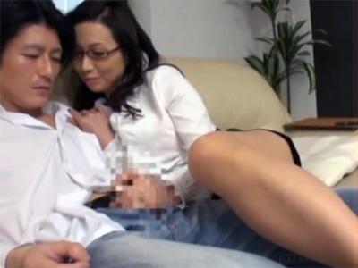 【五十路熟女動画】肉食系ドスケベおばさんが男性のセックスの練習相手になり乱れ狂う!