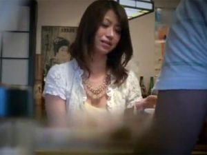【ナンパ熟女動画】居酒屋で一人飲みしてる四十路人妻を口説き落としてホテルに連れ込み不倫セックス!