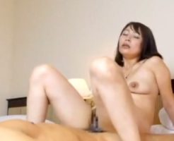 【不倫熟女動画】30代素人の清楚な美人奥さんが愛人とハメ撮り生中出し!※母乳が溢れ出る