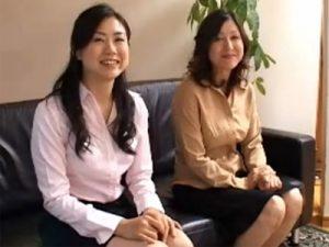 【四十路熟女動画】モデル志願の母娘が一緒にAV出演⇒お互いのSEXを見合って乱れ狂う!