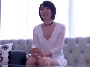 【三十路熟女動画】「AV男優とのSEXを一度体験してみたい…」と37歳の清楚な長身美人妻がAVデビュー!