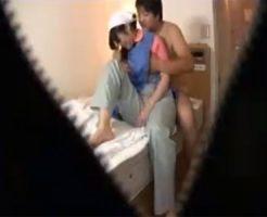 【盗撮熟女動画】ホテルの部屋に隠しカメラを設置⇒ベッドメイキングの美熟女おばさんをハメる!