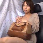 【ナンパ若妻動画】「ゴム付けて下さい…」26歳素人のショートカットが似合う美人妻に無許可中出し!