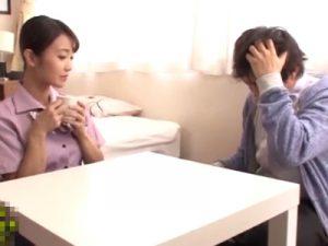 【不倫熟女動画】「お願いやめて…」バイト先で知り合った青年に肉体関係を迫られ浮気SEXする三十路美熟女!