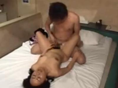 【盗撮熟女動画】ラブホテルで50代母親と息子が母子相姦…親子で乱れる姿が隠しカメラに映っていた!