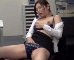 【佐々木あき熟女動画】オフィスで超絶美人OLが淫語を発しながら指オナで絶頂を繰り返す!