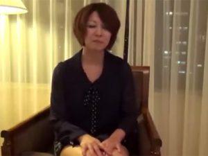 【五十路熟女動画】エッチ大好きな淫乱美人奥様が初撮りで男優のガン突きを喰らって悶絶!
