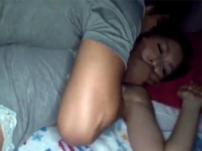 【レイプ熟女動画】鬼畜男に睡眠薬を飲まされ眠っている間に襲われ中出し強姦される美人妻!