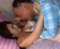 【レイプ熟女動画】スレンダーな美人新妻が毎晩のように同居してる変態義父に強姦される!