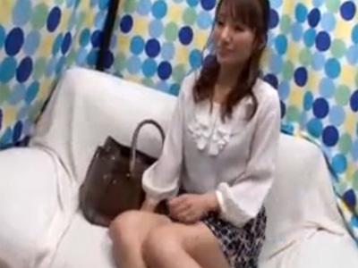 【ナンパ熟女動画】36歳素人の子供が1人いる美人妻が車で悪戯された後にホテルで他人棒で生中出し!