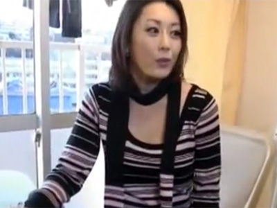 【三十路熟女動画】エッチ大好きなスリム美人妻がセンズリ鑑賞や拘束プレイで男性を満足させる!