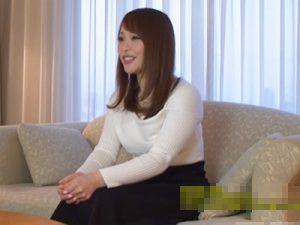 【不倫熟女動画】30代には見えない色白巨乳人妻が欲求不満を解消する為にAV撮影に参加!