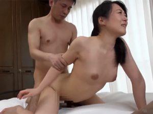 【ナンパ熟女動画】田舎暮らしのスリム奥様を捕獲…SEXに興奮止まらずヨガリ狂う!