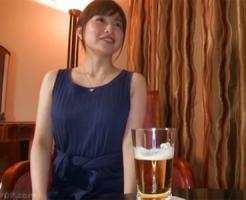 【不倫若妻動画】アラサーのモデル体型の美脚美女がホロ酔い気分でハメ撮りSEX!