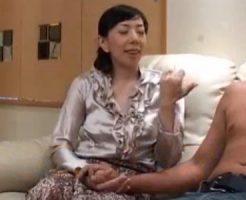 【四十路熟女動画】だらしない身体のドスケベな専業主婦がAV撮影に参加で中出しハメ撮り!