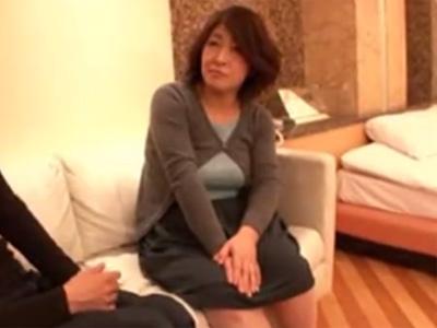 【ナンパ熟女動画】仕事帰りの五十路豊満おばさんを捕まえラブホへ…久々のSEXに興奮して中出しされる!