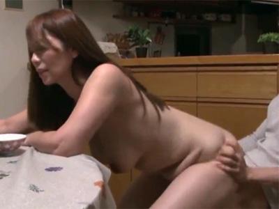 【翔田千里熟女動画】豊満巨乳の美人叔母さんが甥っ子を誘惑…セックスで本気で燃え上がる!