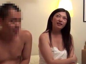 【近親相姦熟女動画】五十路の綺麗な義母と義理の息子がAV撮影に参加して中出しセックス!