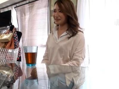 【三十路熟女動画】セフレが居て性欲旺盛な美人妻が自らAV応募して淫乱っぷりを見せる!