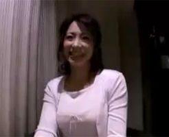 【ナンパ熟女動画】欲求不満の四十路セレブ妻がほろ酔い気分になり、勢いで中出しセックス!