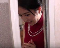【近親相姦熟女動画】爆乳美人母親が息子とお風呂に入って生ハメセックスで中出し!