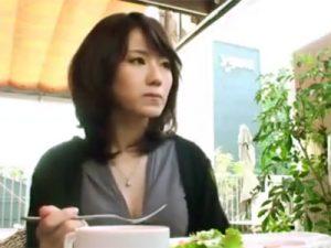 【三十路熟女動画】夫婦そろって医師という美人妻が主人以外のチンポでハメ撮りセックス!