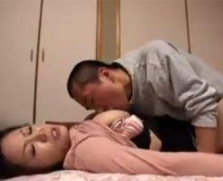 【近親相姦熟女動画】童貞息子の為にSEXの練習台になってあげる優しい巨乳お母さん!