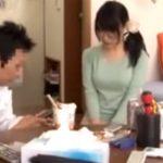 【巨乳人妻動画】隣の奥様の喘ぎ声を注意したら恥ずかしそうに謝りに来たので押し倒して着衣SEX!