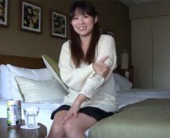 【三十路熟女動画】素人妻が初撮影に緊張気味…目の前の勃起肉棒を見て理性が吹っ飛び乱れまくる!