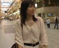 【ナンパ若妻動画】子持ち美人妻に声を掛け土下座して必死に交渉…中出しFUCKでハメまくる!